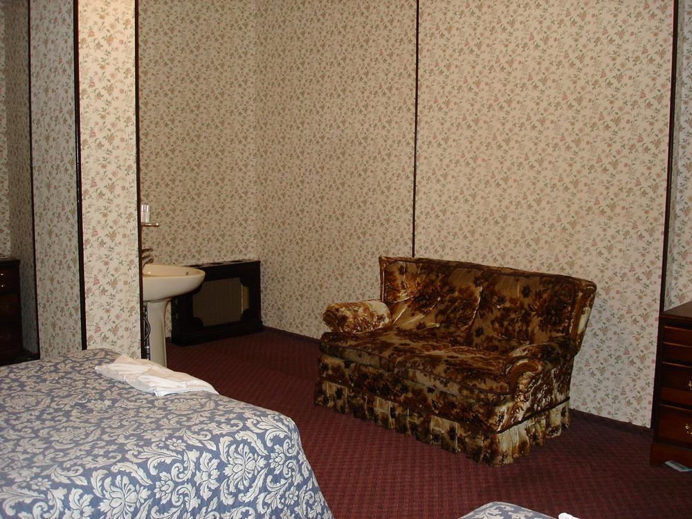 HOTEL 31-303-03.JPG