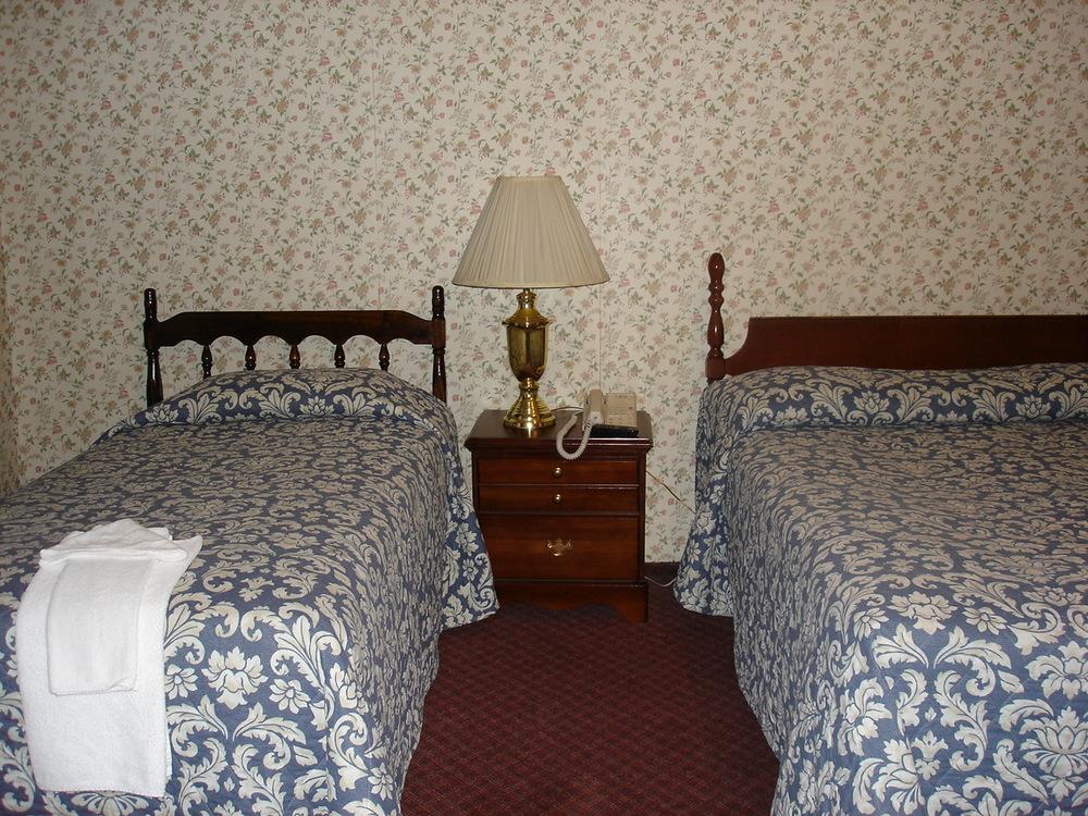 HOTEL 31-303-04.JPG