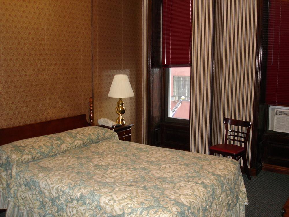 HOTEL 31-312-01.JPG