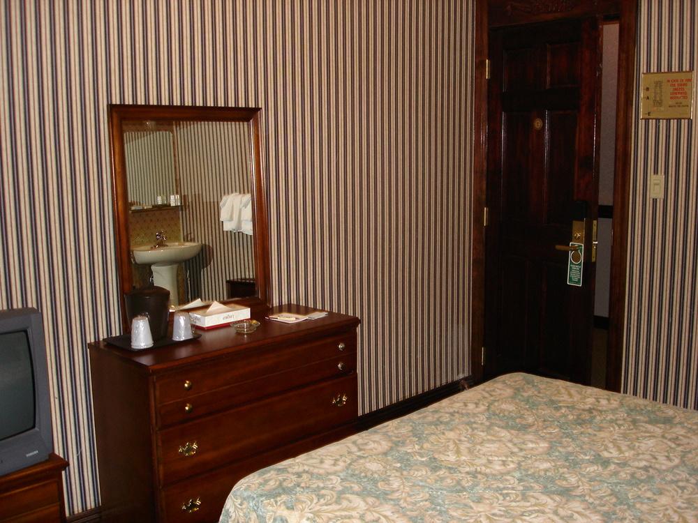 HOTEL 31-312-03.JPG