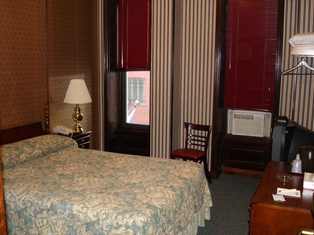 HOTEL 31-312-04.JPG