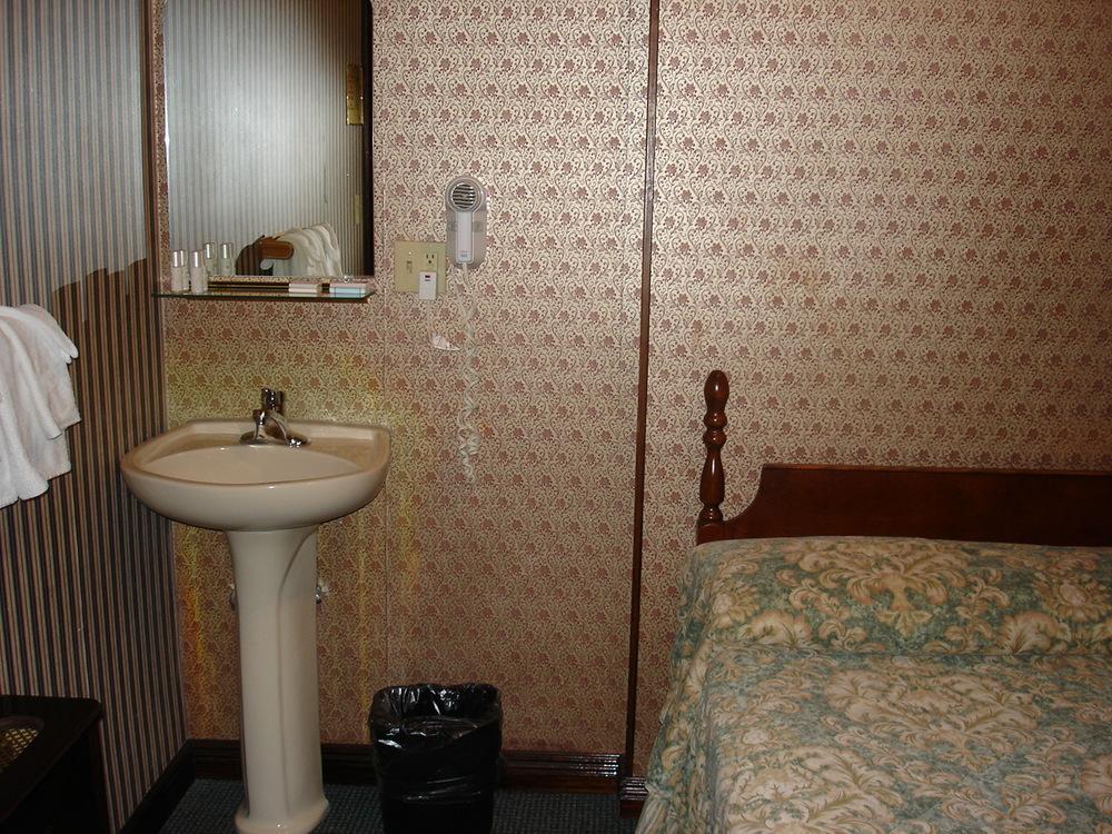 HOTEL 31-312-05.JPG