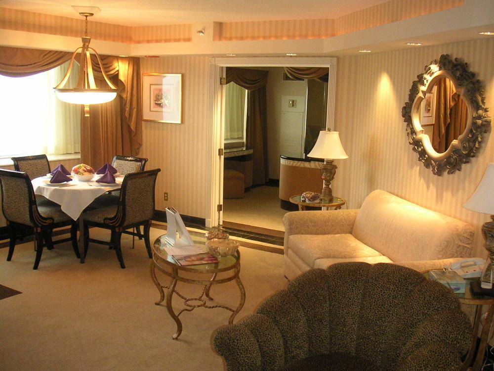 HOTEL 34-02.JPG