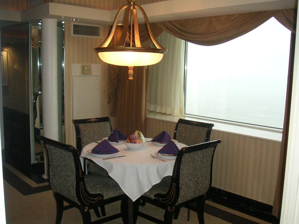 HOTEL 34-06.JPG