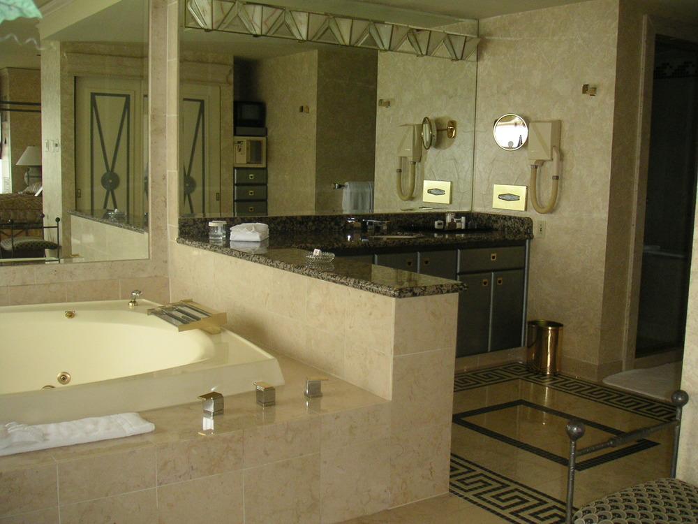 HOTEL 35-04.JPG