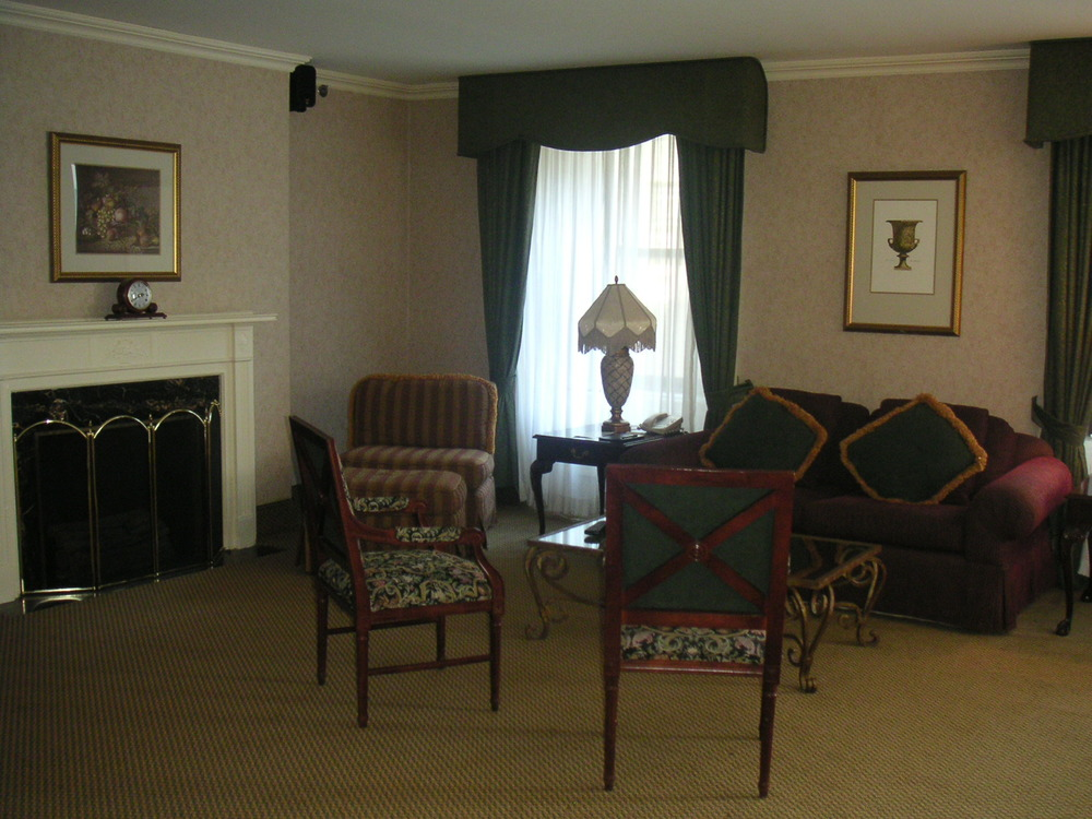 HOTEL 37-1227-33.JPG