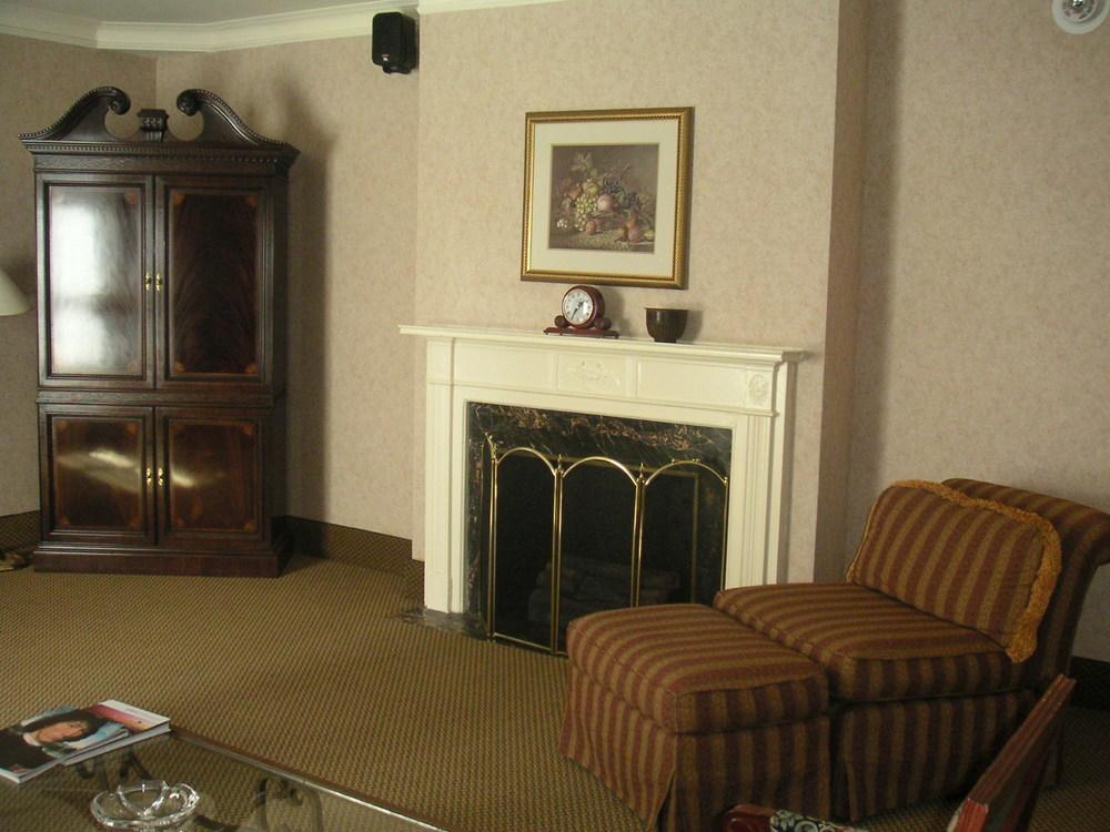 HOTEL 37-1527-24.JPG