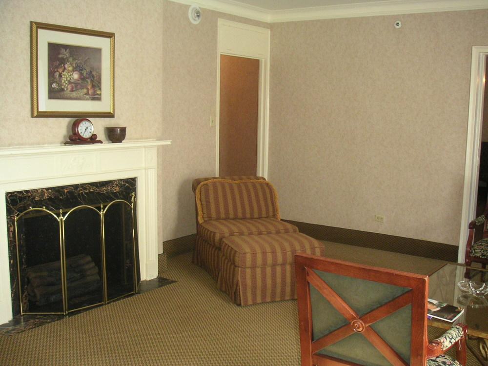 HOTEL 37-1527-25.JPG