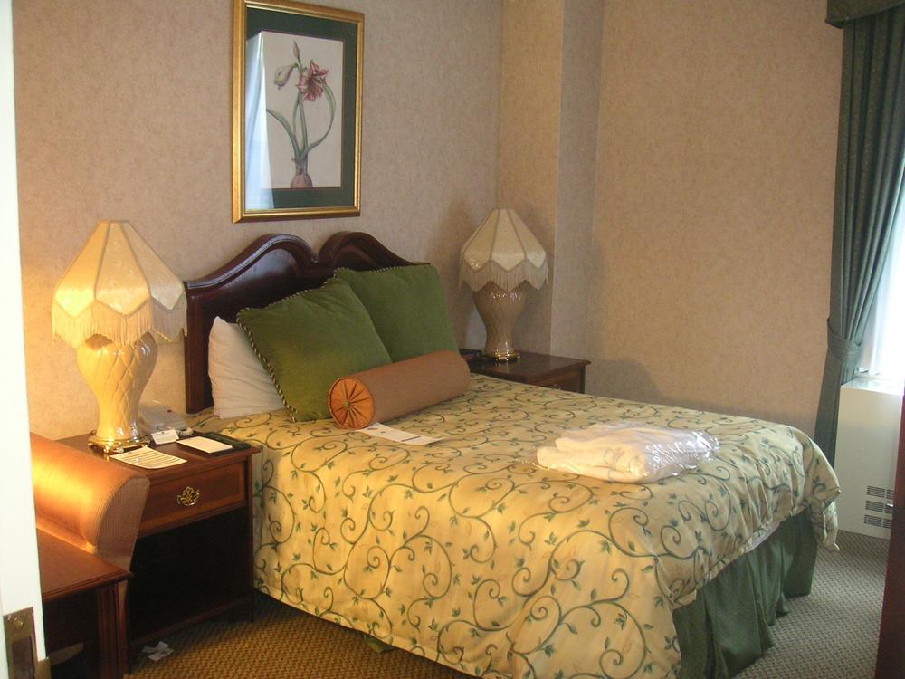 HOTEL 37-1527-28.JPG