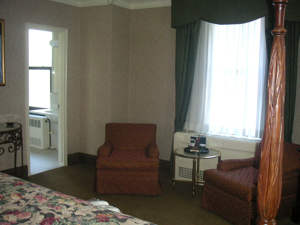 HOTEL 37-1527-31.JPG