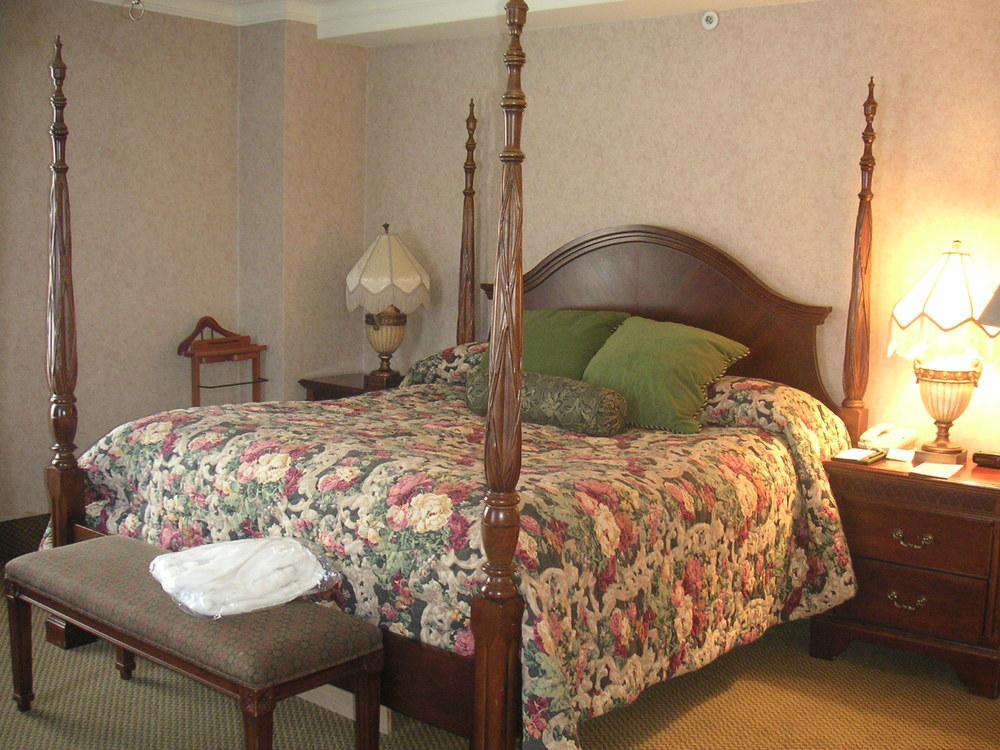 HOTEL 37-1527-30.JPG