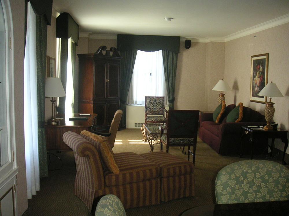 HOTEL 37-1627-13.JPG
