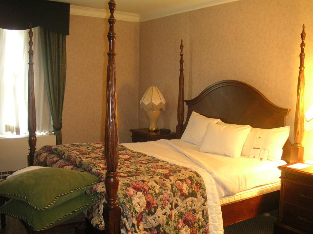 HOTEL 37-1627-18.JPG