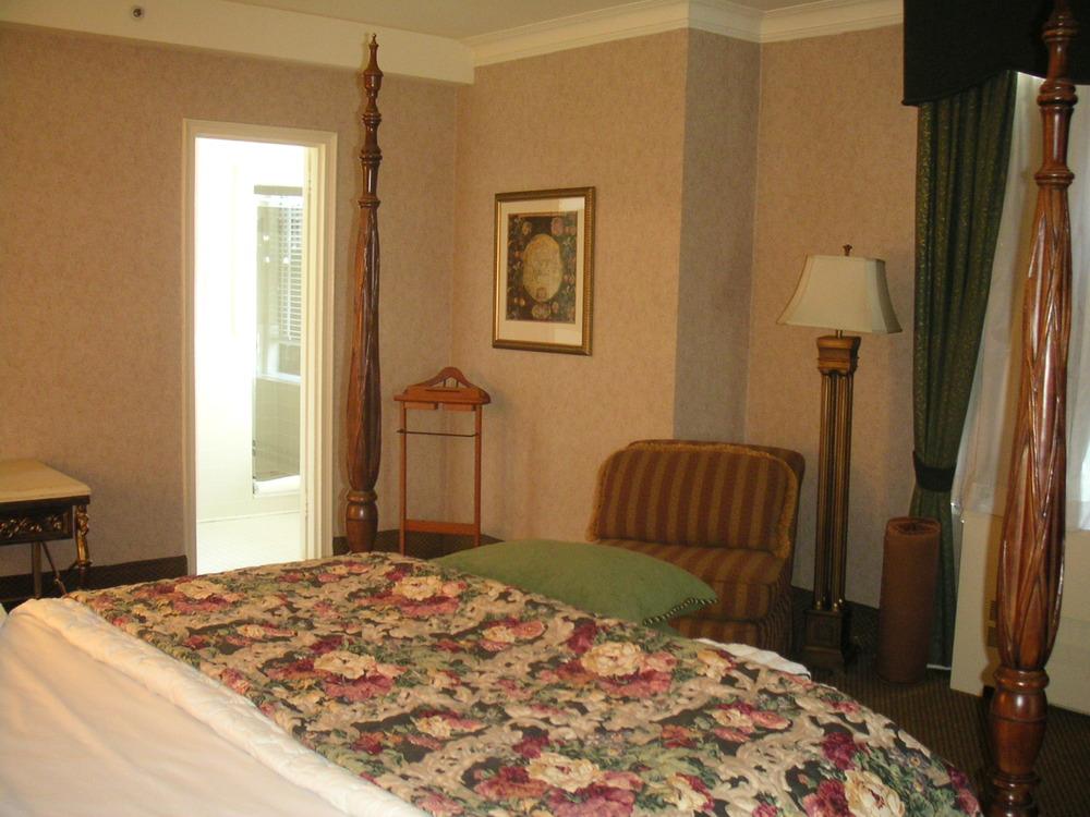 HOTEL 37-1627-19.JPG