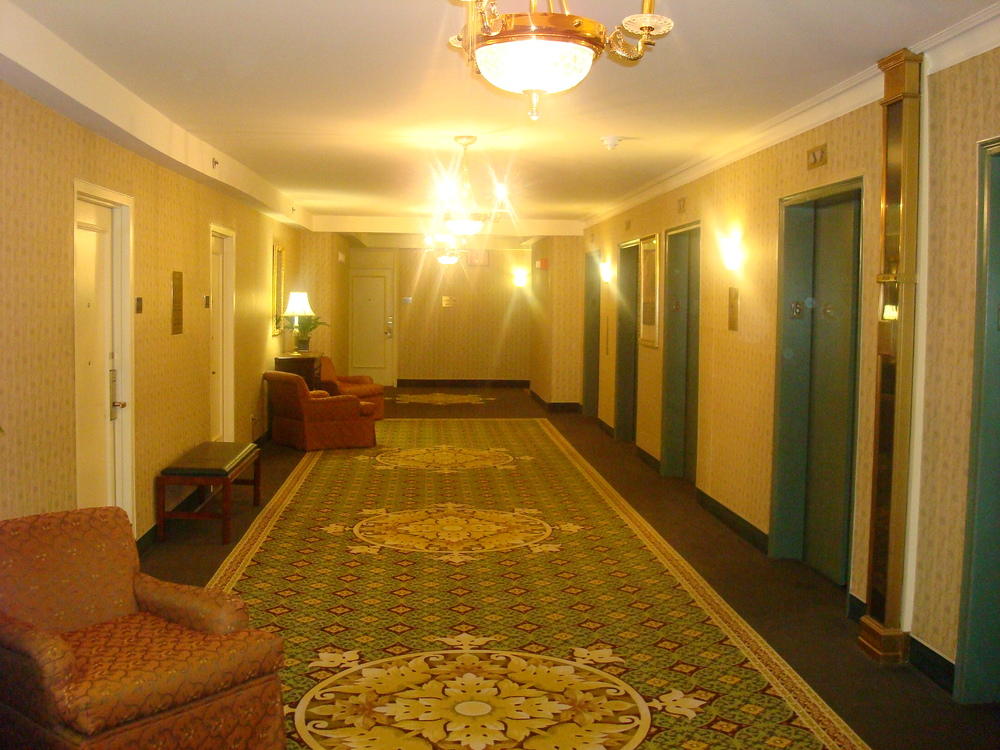 HOTEL 37-HALL01.JPG