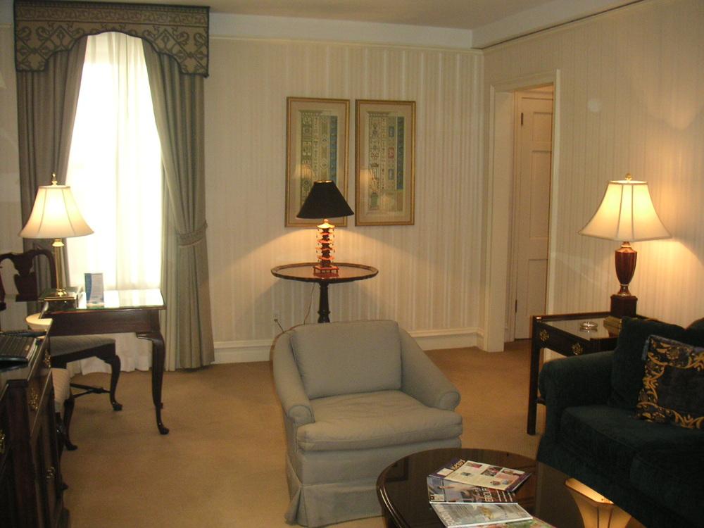 HOTEL 38-09.JPG