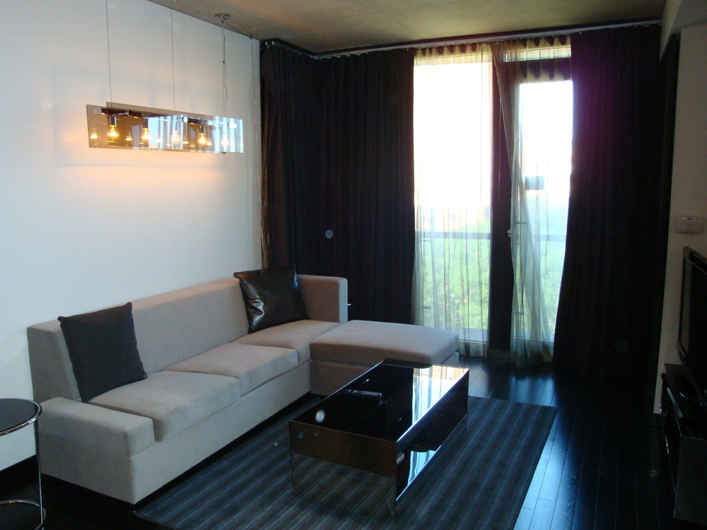 HOTEL 49-600-03.JPG
