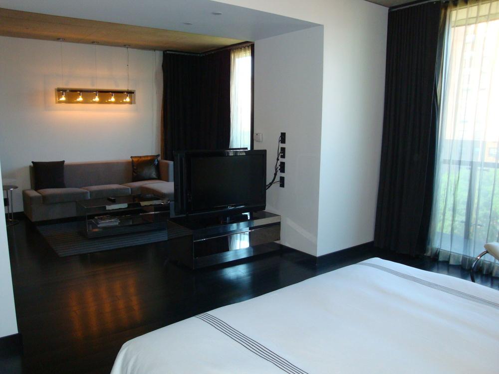HOTEL 49-600-05.JPG