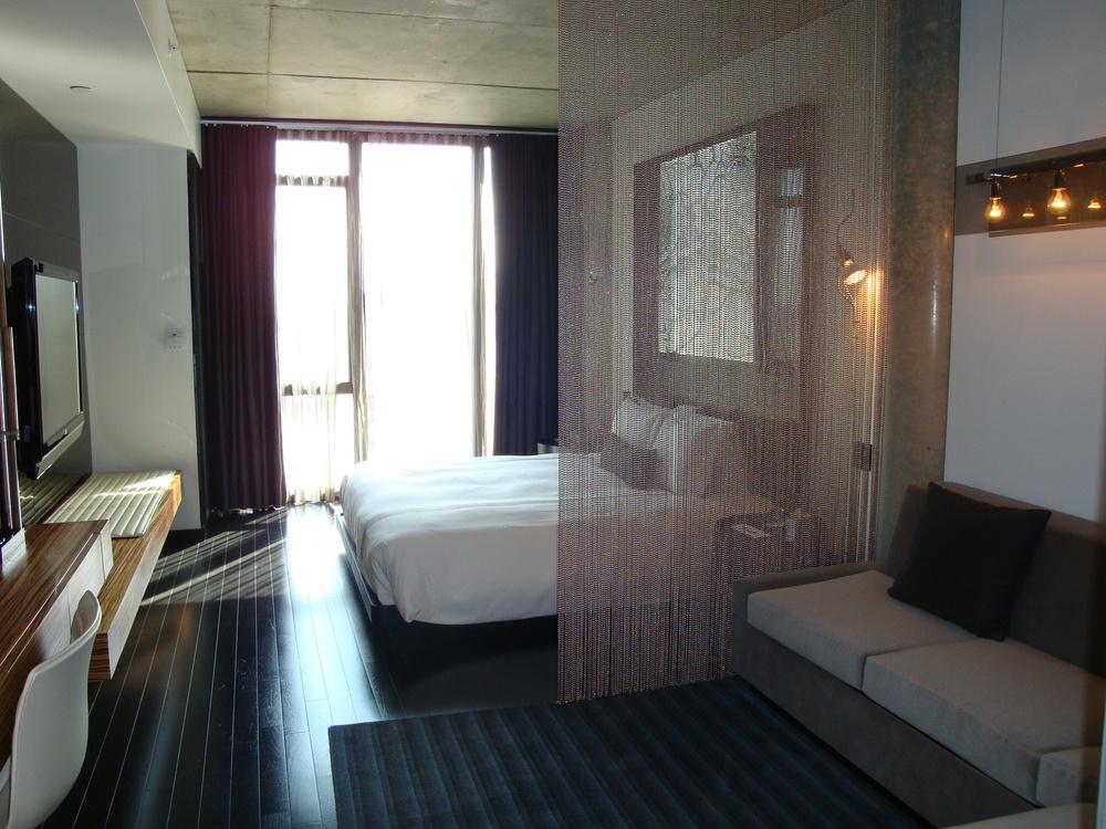 HOTEL 49-1207-03.JPG