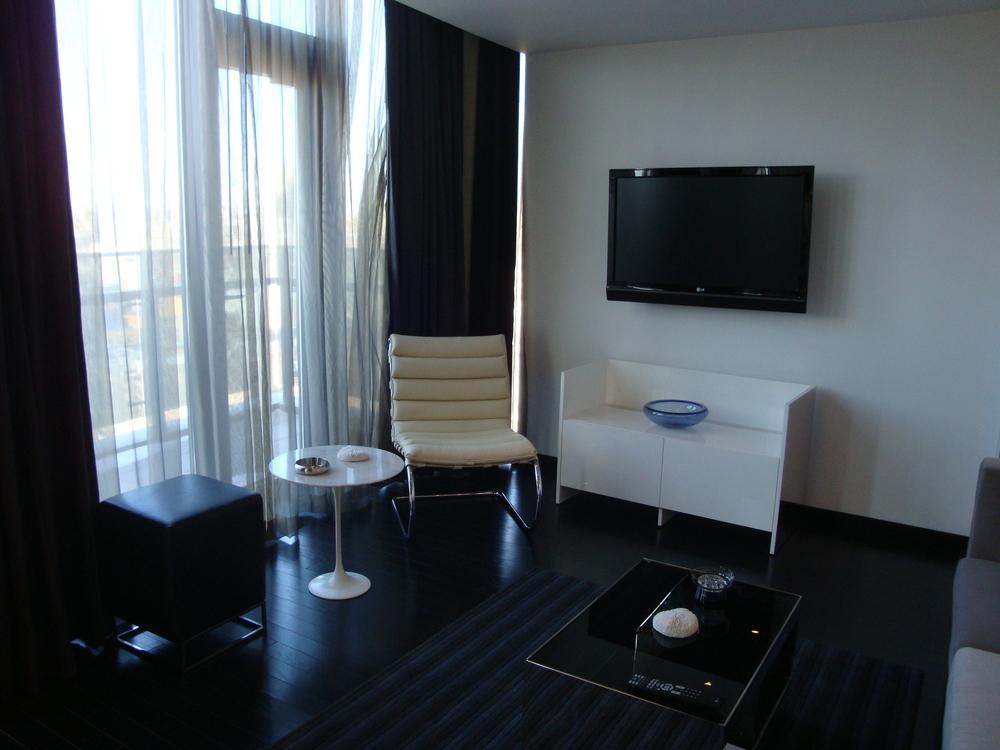 HOTEL 49-07PH.JPG