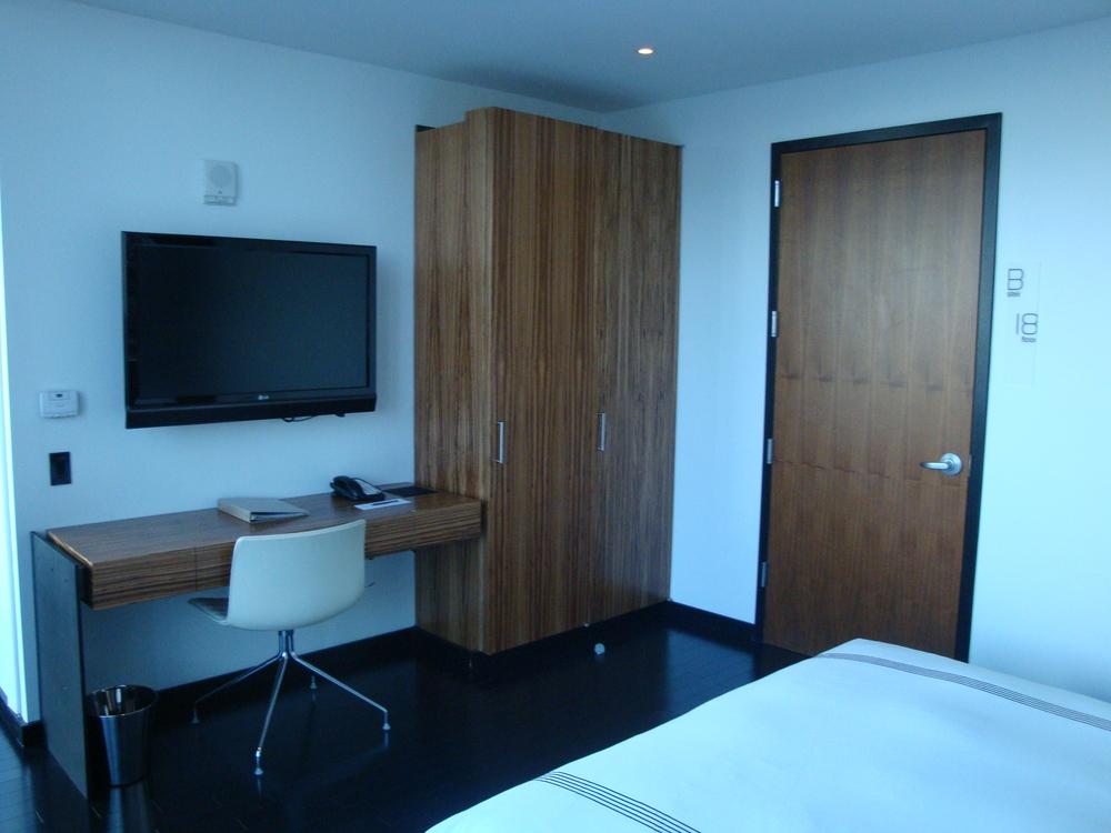 HOTEL 49-35PH.JPG