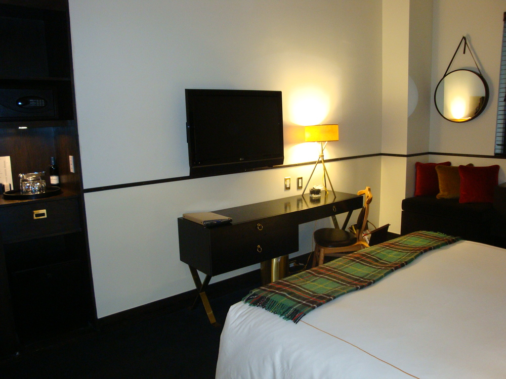 HOTEL 50-65-04.JPG