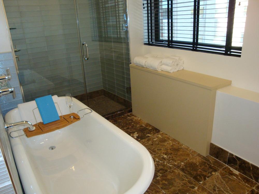HOTEL 50-70-08.JPG