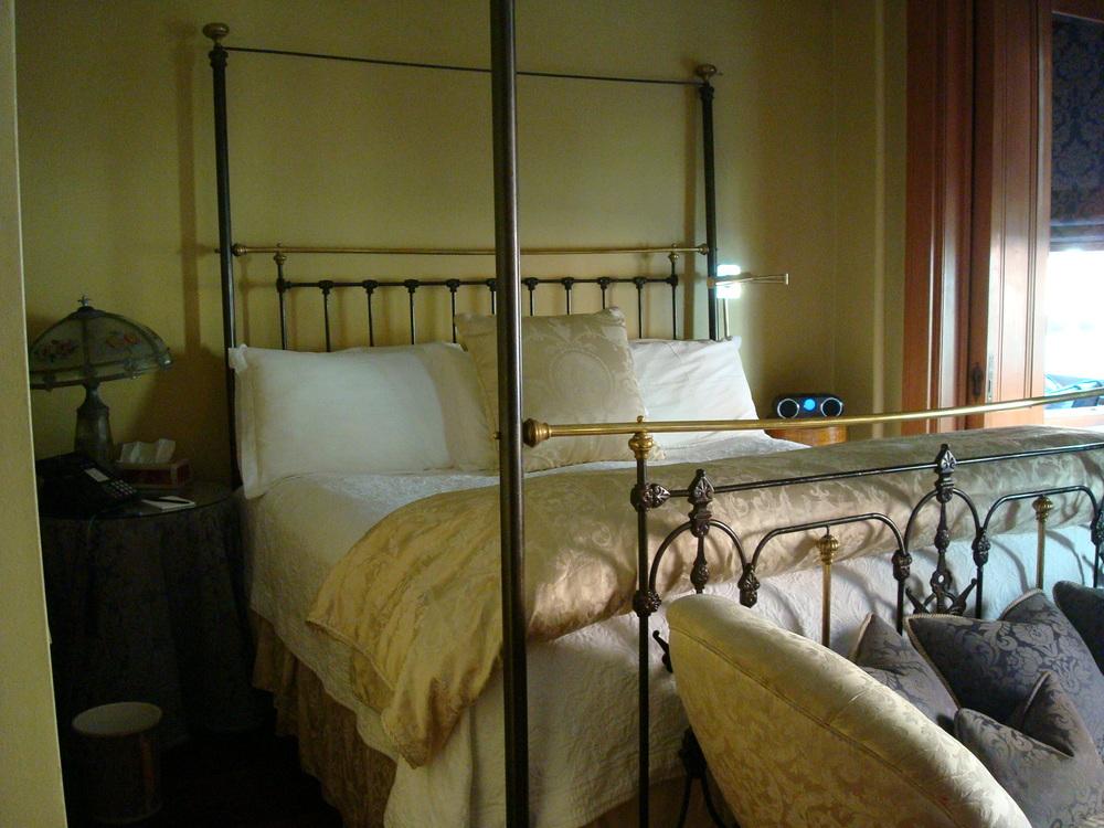 HOTEL 53-34O.JPG