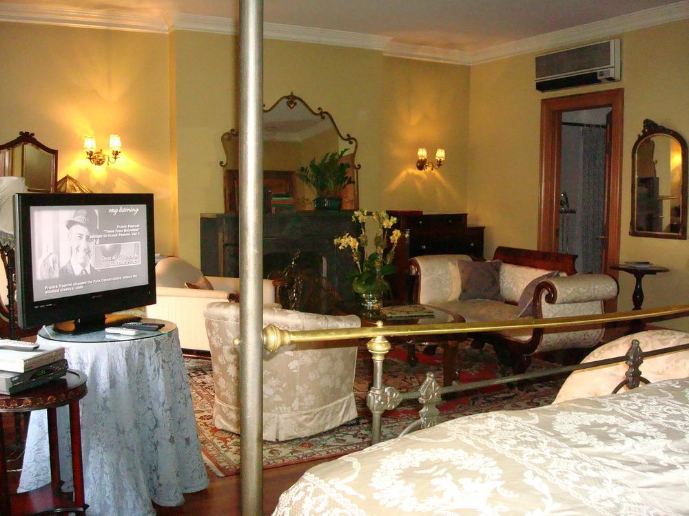 HOTEL 53-37O.JPG