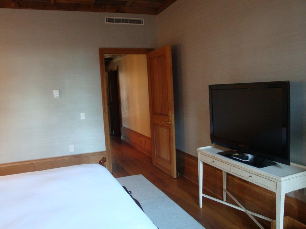 HOTEL 62-33A.JPG