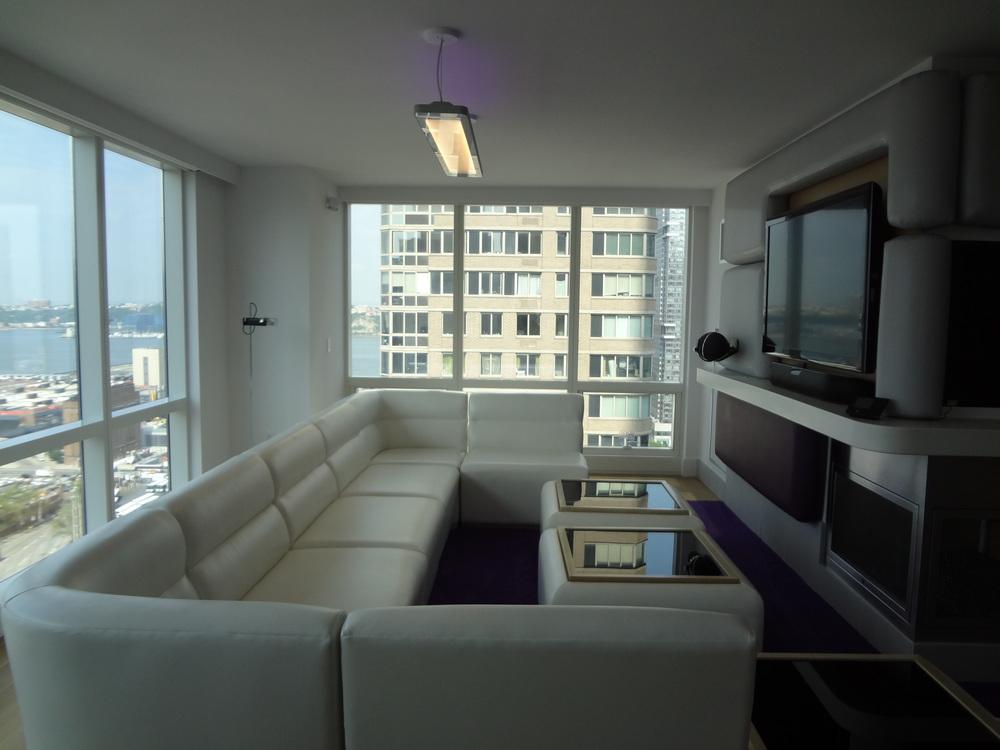HOTEL 72