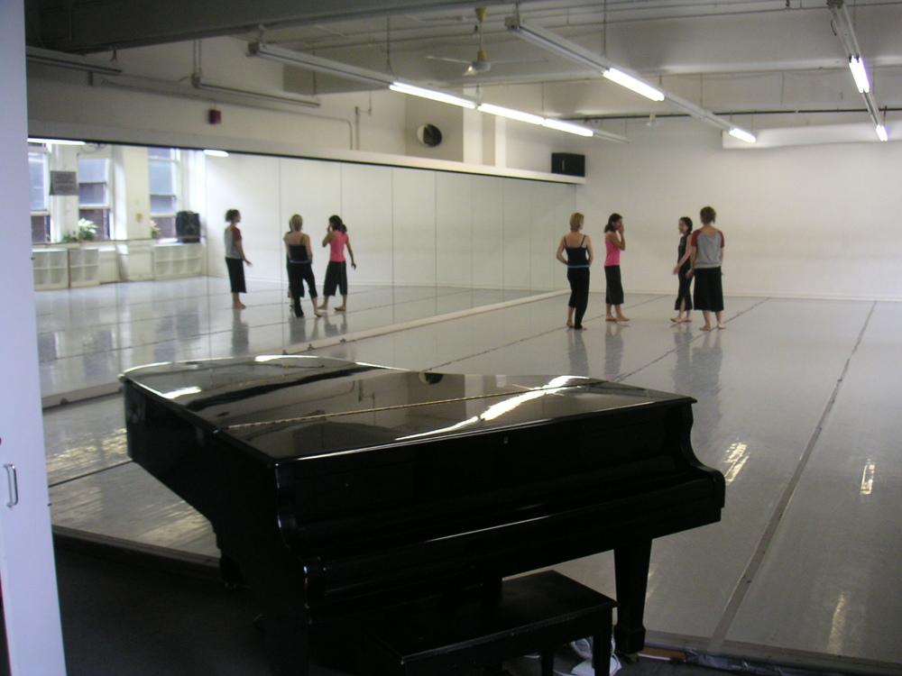 DANCE STUDIO 4-02.JPG