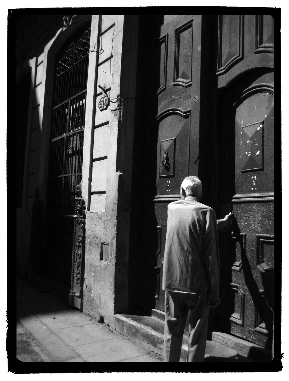 viejito-puerta-2-WEB.jpg