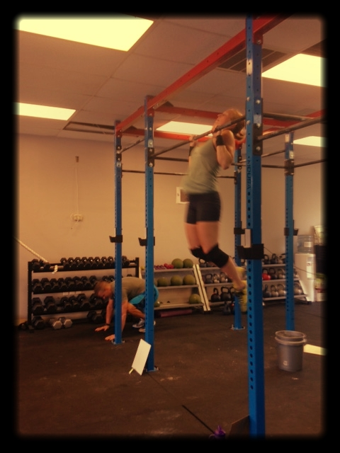 Coach Becca knocking out C2B pull-ups.