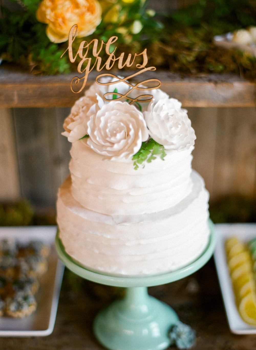 Jody_Savage_Photography_Boho_Bride_Cake.jpg