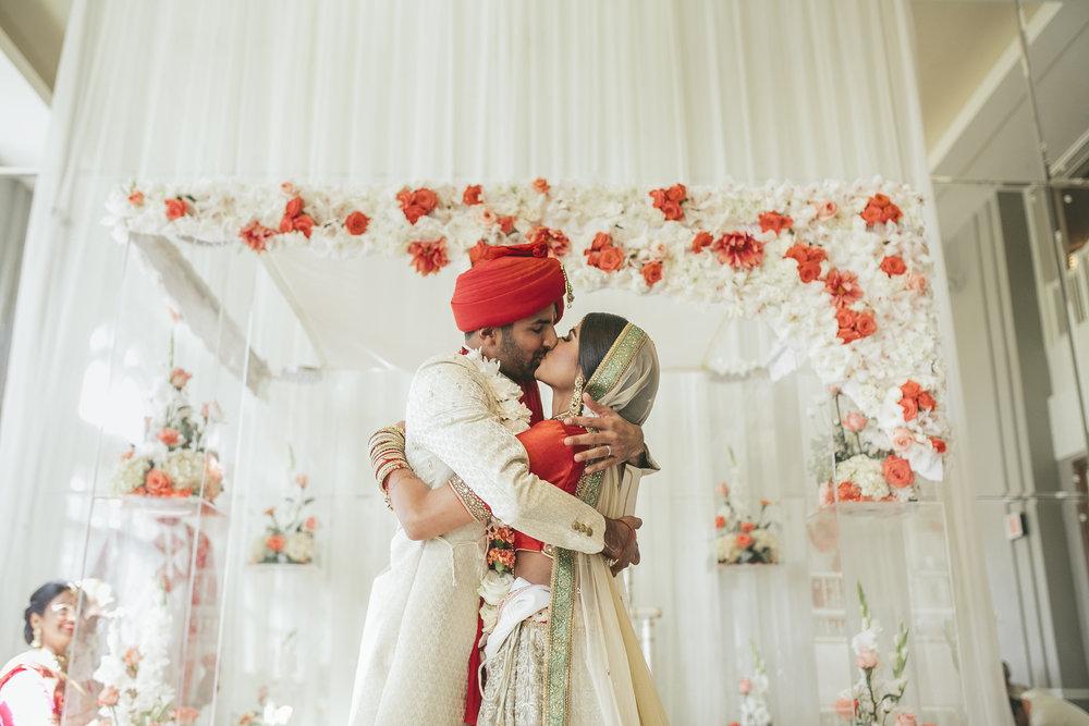 Acowsay_Minnesota_Wedding_Video_Kiss.JPG