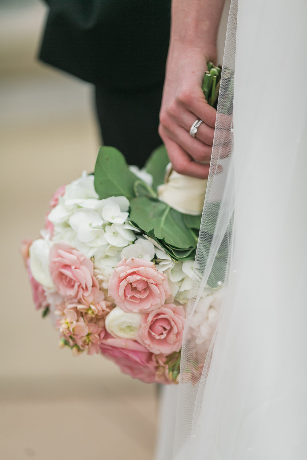 Wisconsin_Wedding_acowsay_Uttke_Photography_Bouquet.jpg