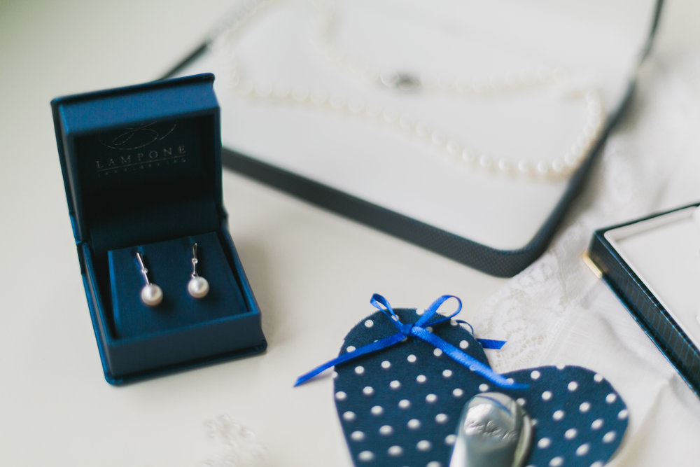 Wisconsin_Wedding_acowsay_Uttke_Photography_earrings.jpg