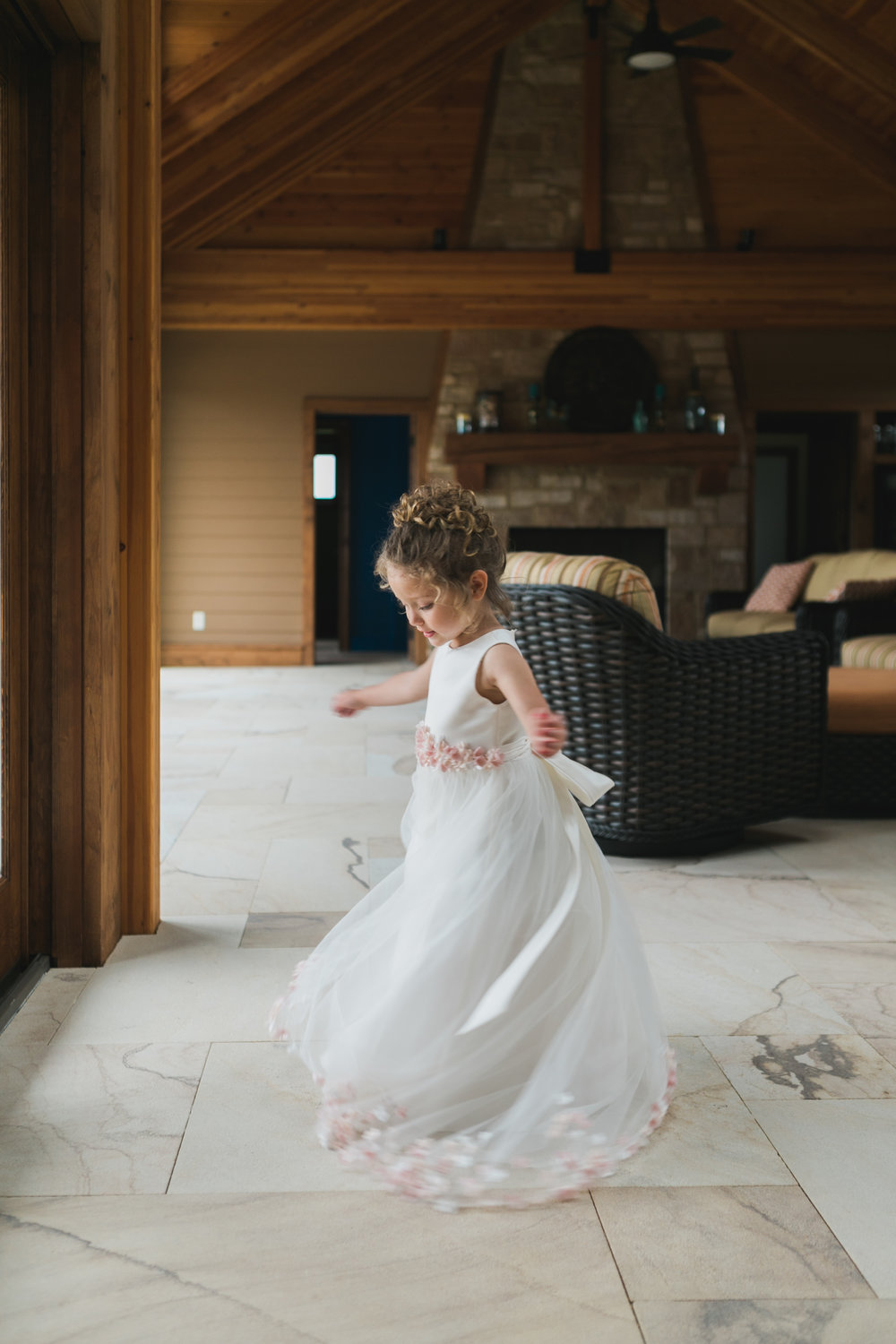 Wisconsin_Wedding_acowsay_Uttke_Photography_flower_girl.jpg