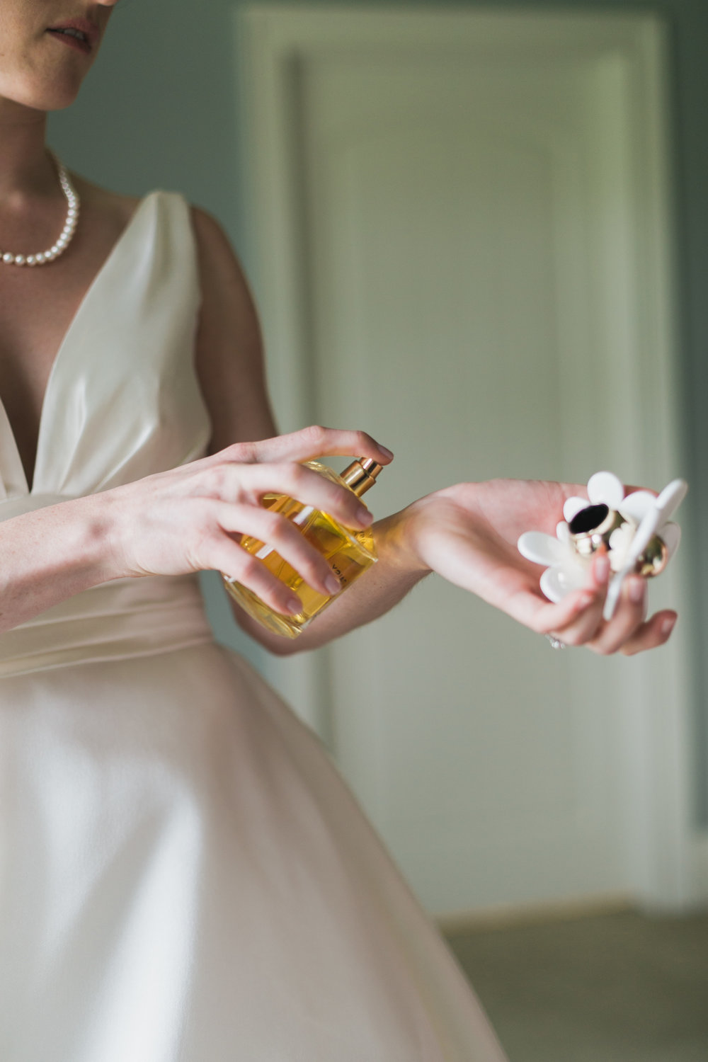 Wisconsin_Wedding_acowsay_Uttke_Photography_Perfume.jpg