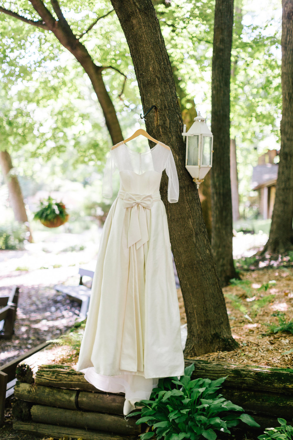 Allison_Hopperstad_Photography_Acowsay_Wedding_Dress.JPG