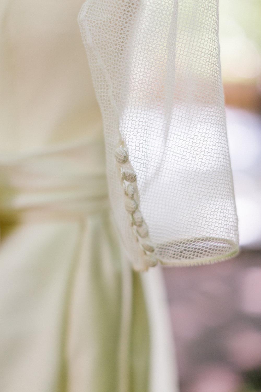 Allison_Hopperstad_Photography_Acowsay_Wedding_Dress_Details.JPG