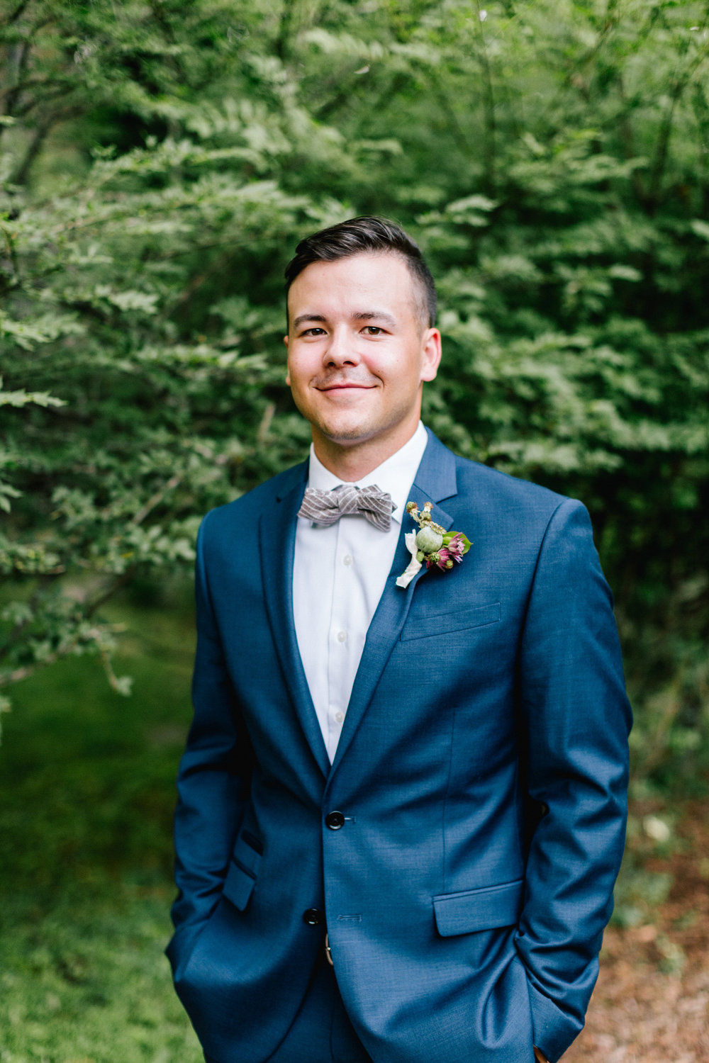 Allison_Hopperstad_Photography_Acowsay_Wedding_Groom.JPG