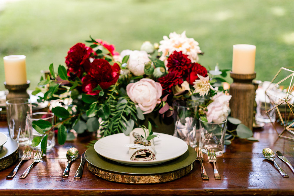 Allison_Hopperstad_Photography_Acowsay_Wedding_table_Setting.JPG