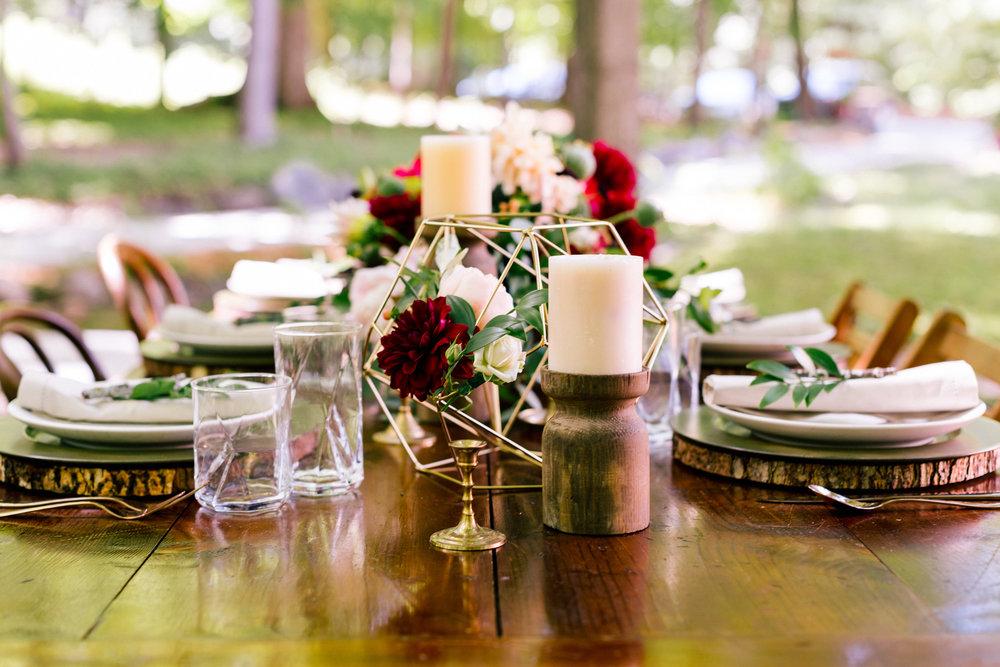 Allison_Hopperstad_Photography_Acowsay_Wedding_Table_Decor.JPG