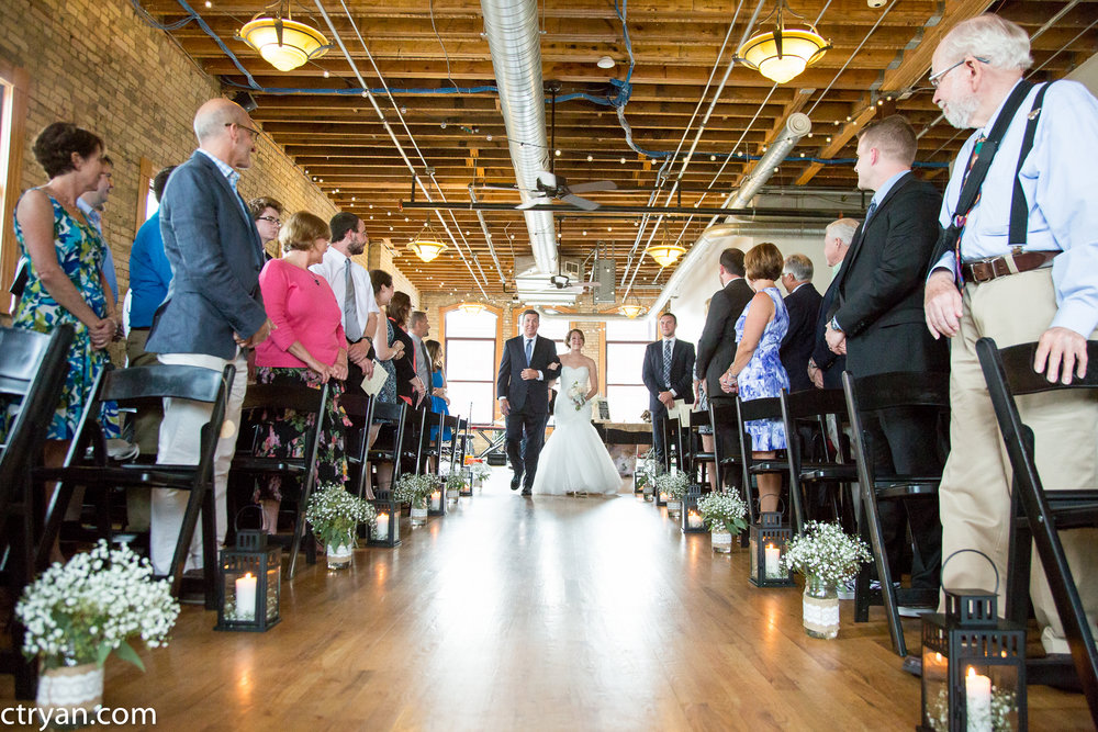 Acowsay_Minnesota_Wedding_Aisle.jpg