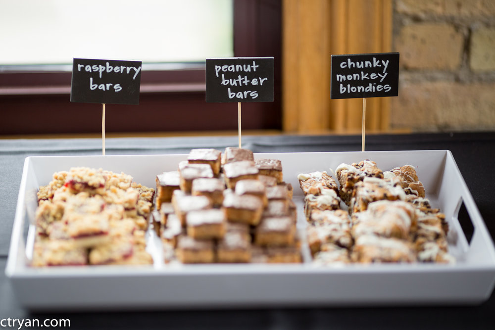 Acowsay_Minnesota_Wedding_Desserts.jpg