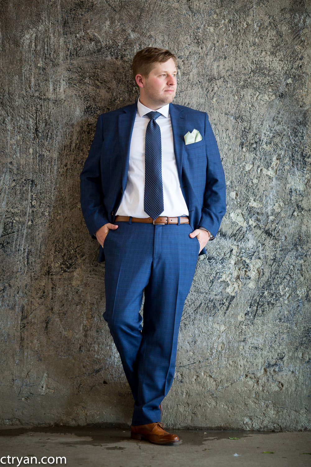 Acowsay_Minnesota_Wedding_Groom_Suit.jpg