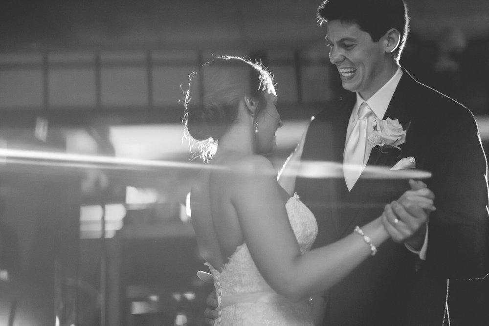 Joe_Jen_Photography_MN_Wedding_dancing.jpg