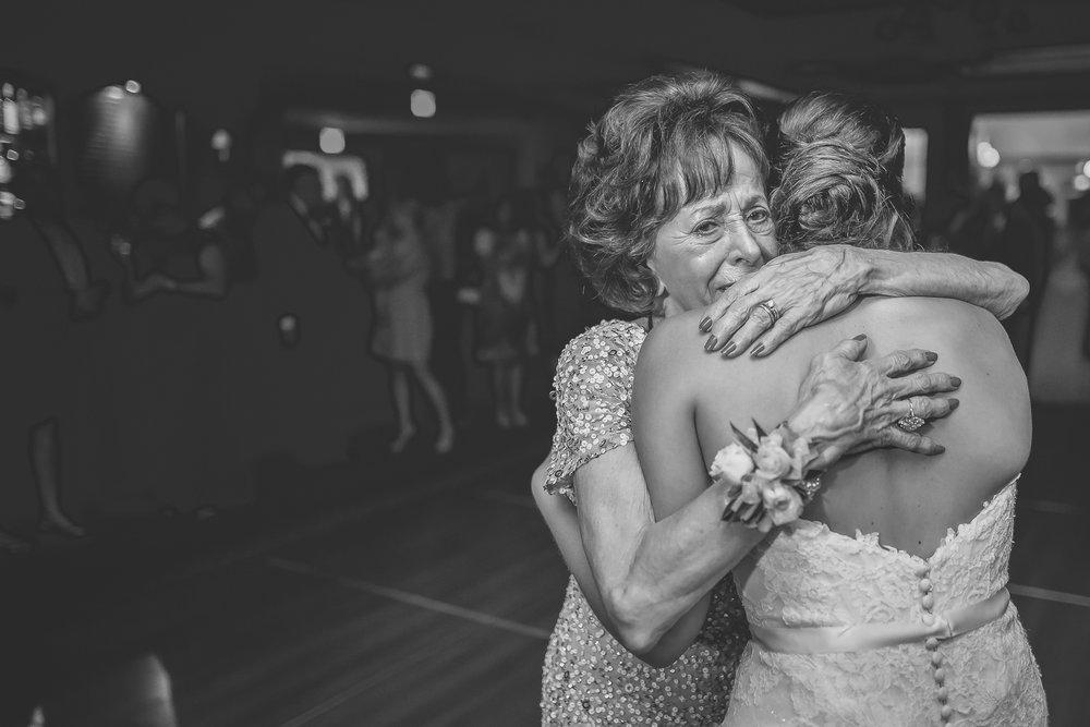 Joe_Jen_Photography_MN_Wedding_grandma.jpg